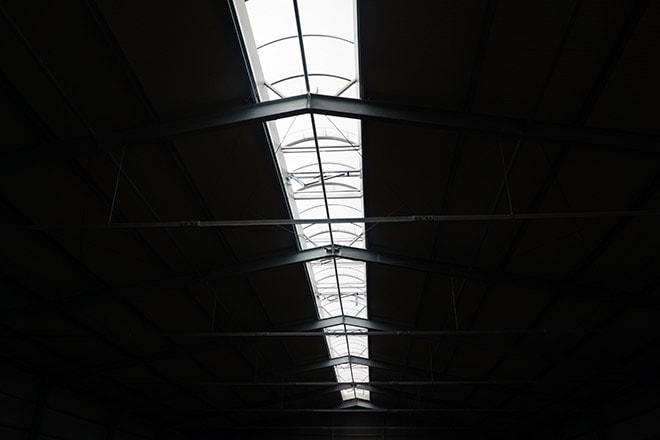 Die Lichtbänder im Firstbereich sind drin