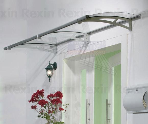 Vordach aus Plexiglas