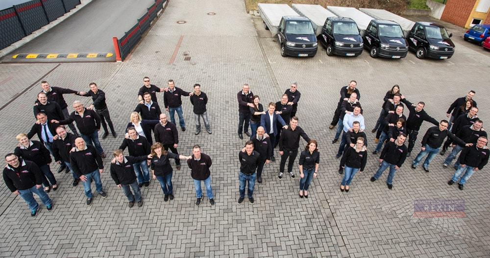 Das Team des Kunststoffhandel REXIN in ganz besonderer Anordnung & Perspektive.