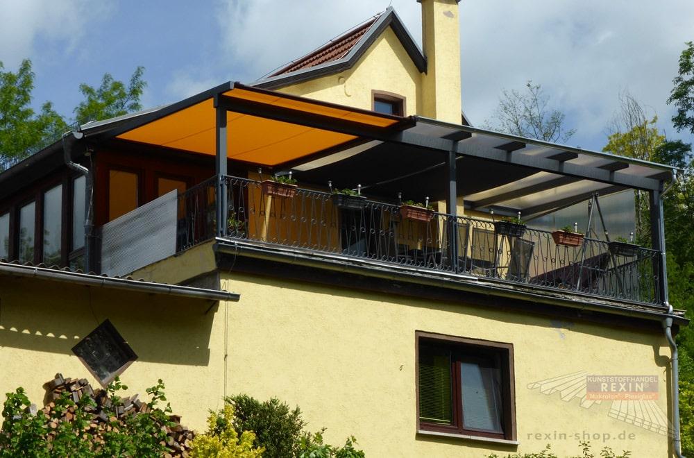 Ein Alu-Terrassendach REXOclassic 8m x 4m. Hier wurde eine Loggia mit einem individuellen Terrassendach versehen.