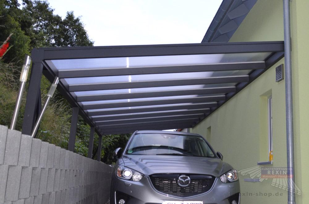 Ein Alu-Terrassendach REXOpremium 10m x 3,5m XXL in Anthrazit mit PC-Stegplatten: Ein geeignetes Plätzchen & angepasste Pfosten - und schon wird aus einem Terrassendach ein individueller Carport!