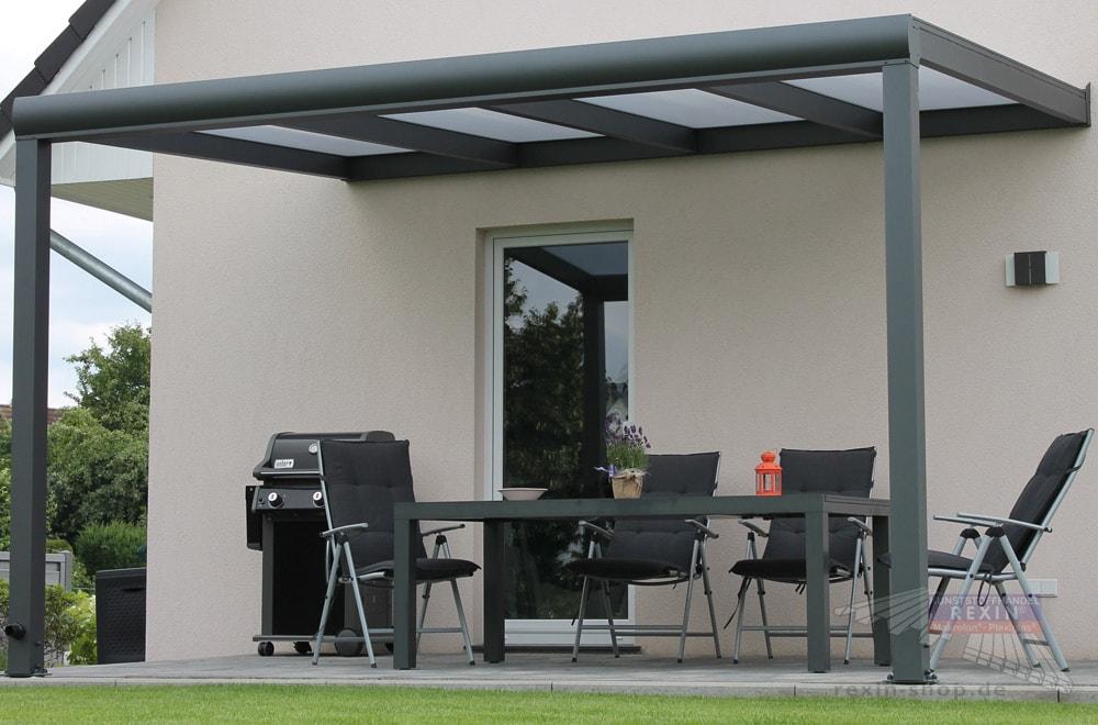Ein Alu-Terrassendach REXOpremium 4m x 3m mit REXOclear-Stegplatten in Opal.