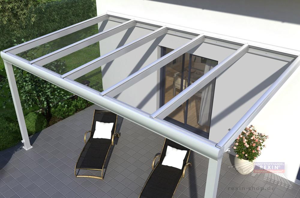Alu-Terrassenüberdachung REXOpremium Titan, hier in Weiß: robuste Konstruktion, hochtransparente Makrolonplatten.