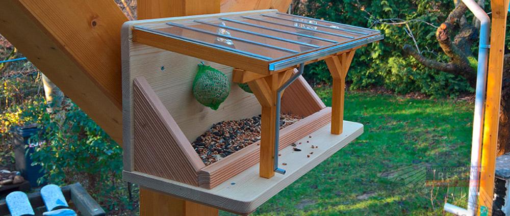 Ein Terrassendach als Vogelfutterhaus?