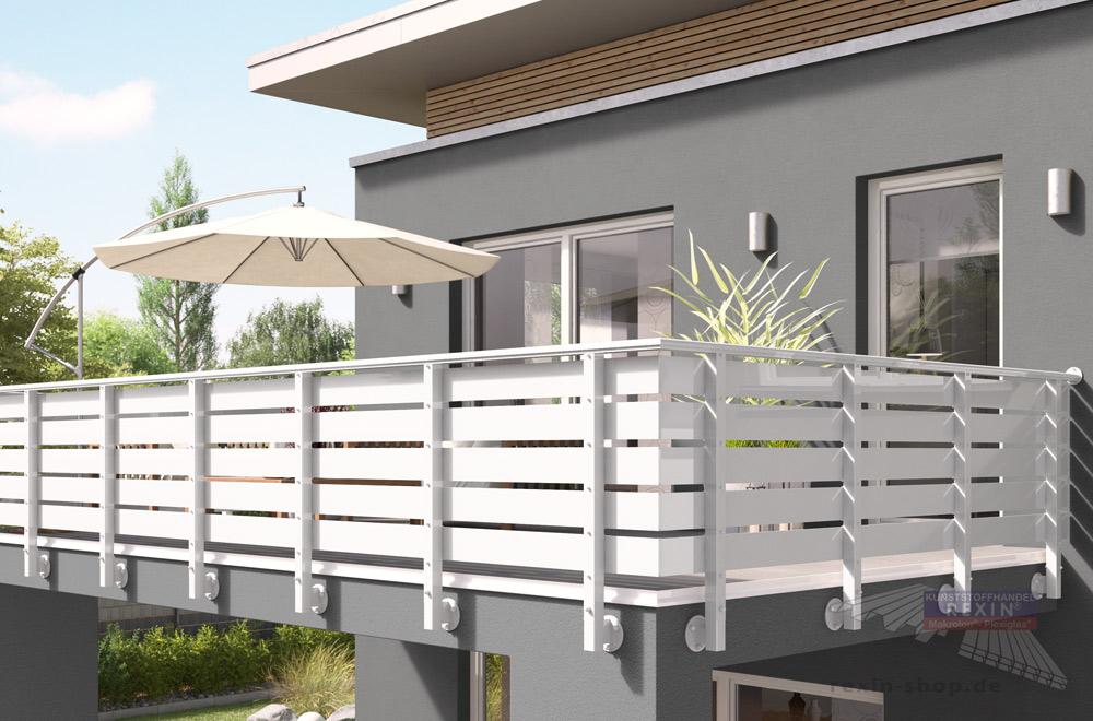Balkongeländer-Bausatz REXOguard, hier mit Aufsatzkonsole und Alu-Balkonbrettern REXOboard in Weiß als Füllung.