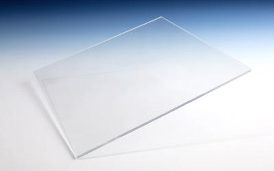 Polycarbonat-Massivplatte: transparent & bruchsicher.