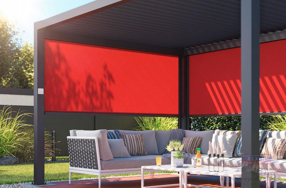 Senkrechtmarkisen, hier als Sonnenschutz für ein freistehendes Terrassendach.