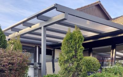 Alu-Terrassendach REXOclassic mit Stegplatten.